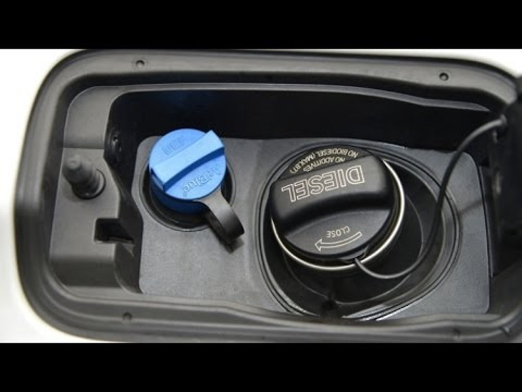 Заправочная горловина бака AdBlue БМВ 5 и 7 серии